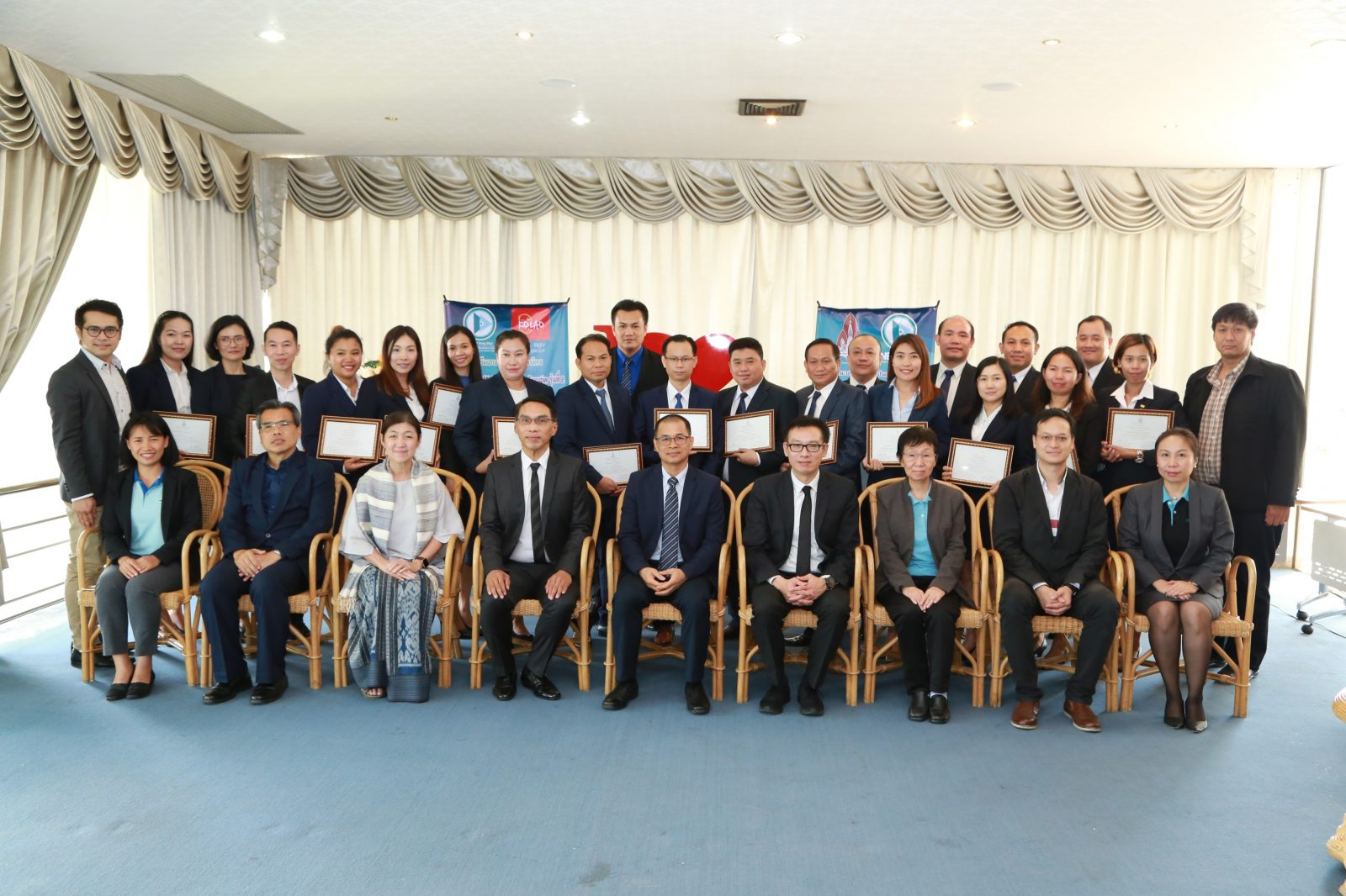 Khon Kaen University Business School confers certificates to Mini MBA for Executive 2 graduates.
