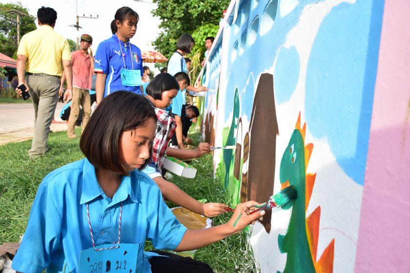 """Teach the brothers""— a creative art camp against drugs"